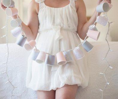Guirnalda de luces hecha con vasos desechables