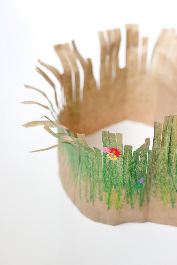 Corona de pasto para una fiesta ecológica